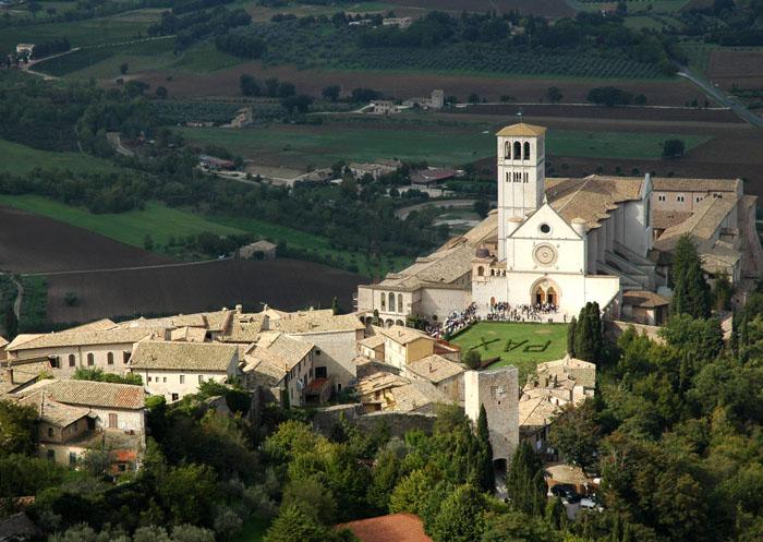 Katedra Św. Franciszka w Asyżu widziana z Rocca Maggiore