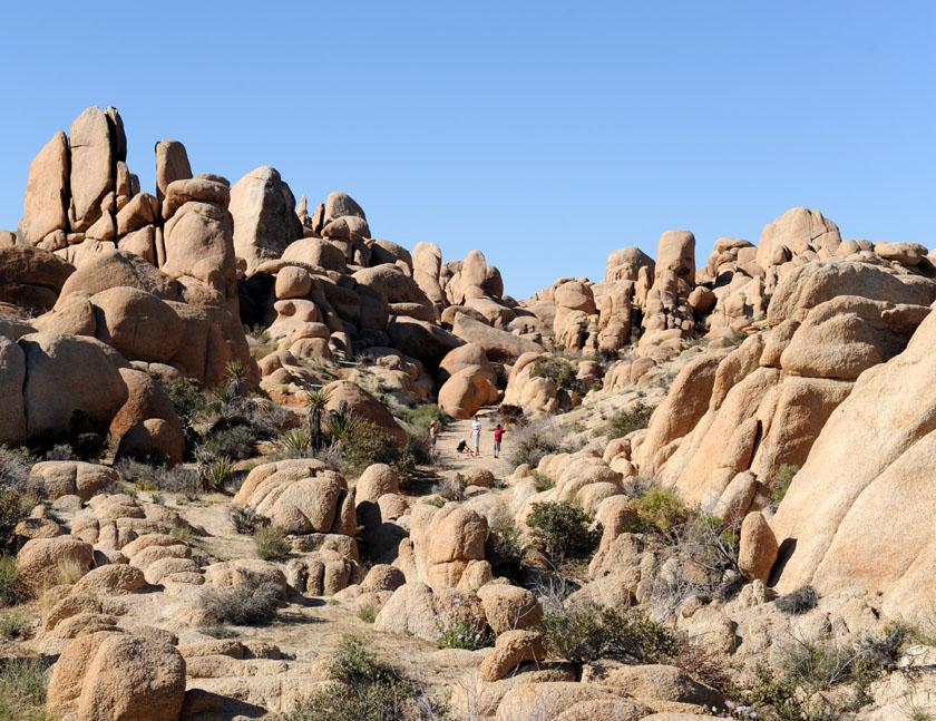 Piknik między sterczącymi skałami