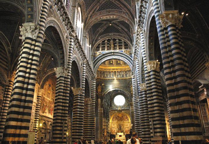 Wnętrze sieneńskiego Duomo