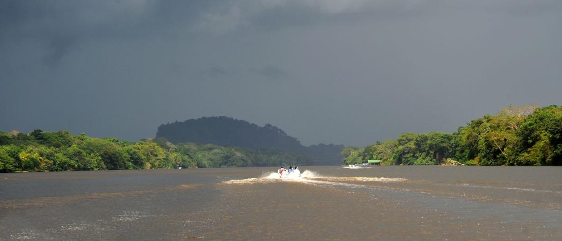 Śmigając po kanałach Tortuguero - karaibskie wybrzeże Kostaryki.