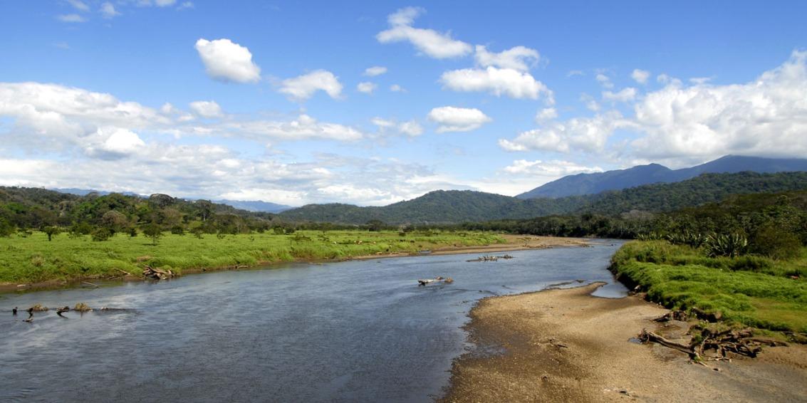 Jedna z wielu rzek wpadających do Pacyfiku. (Okolice Puntarenas)