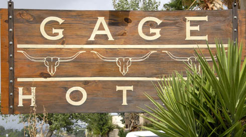 Szyld Hotelu Gage w Teksasie