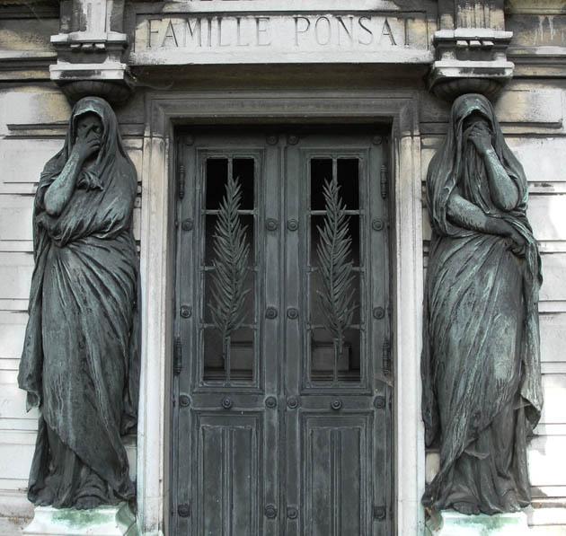 Rozpacz i smutek na straży grobowca