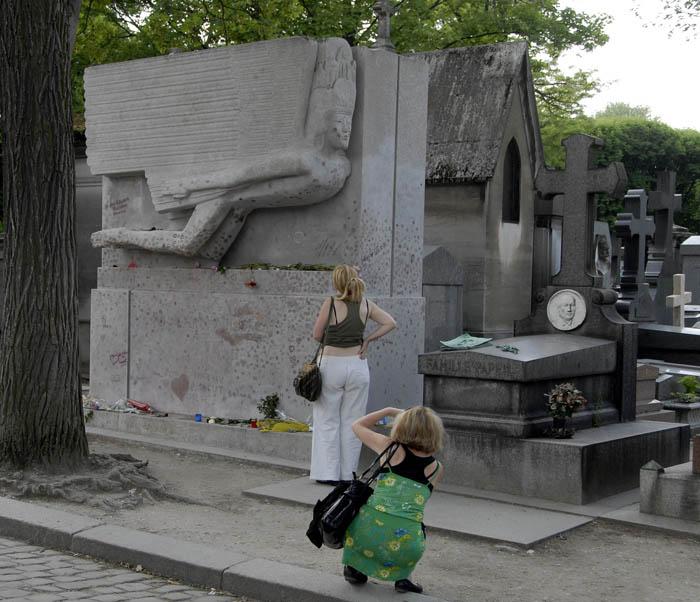 Tutaj leży Oscar Wilde - grobowiec jako turystyczna atrakcja