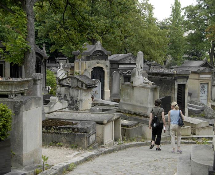 Jedna z wielu ulic miasta zmarłych