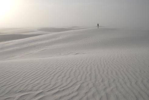 Białe morze gipsowej pustyni