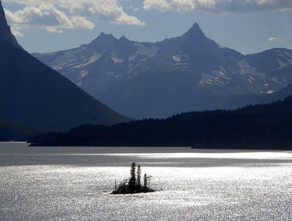 Widok na Mary's Lake i Goose Island - Park Narodowy Lodowców w Montanie