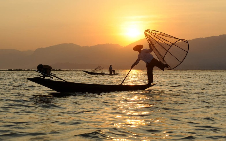 Fishermen of Inle Lake (24)a