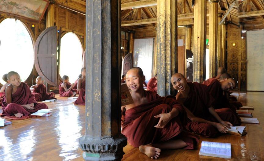 Shwe Yan Pyay Monastery - Birma. fot. St. Błaszczyna) (17)
