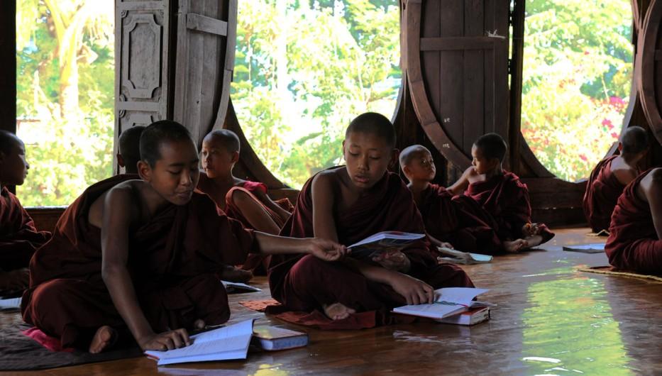 Shwe Yan Pyay Monastery - Birma. fot. St. Błaszczyna) (18)
