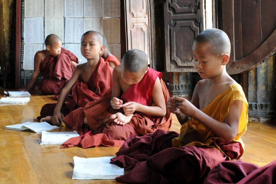 Shwe Yan Pyay Monastery - Birma. fot. St. Błaszczyna) (20)