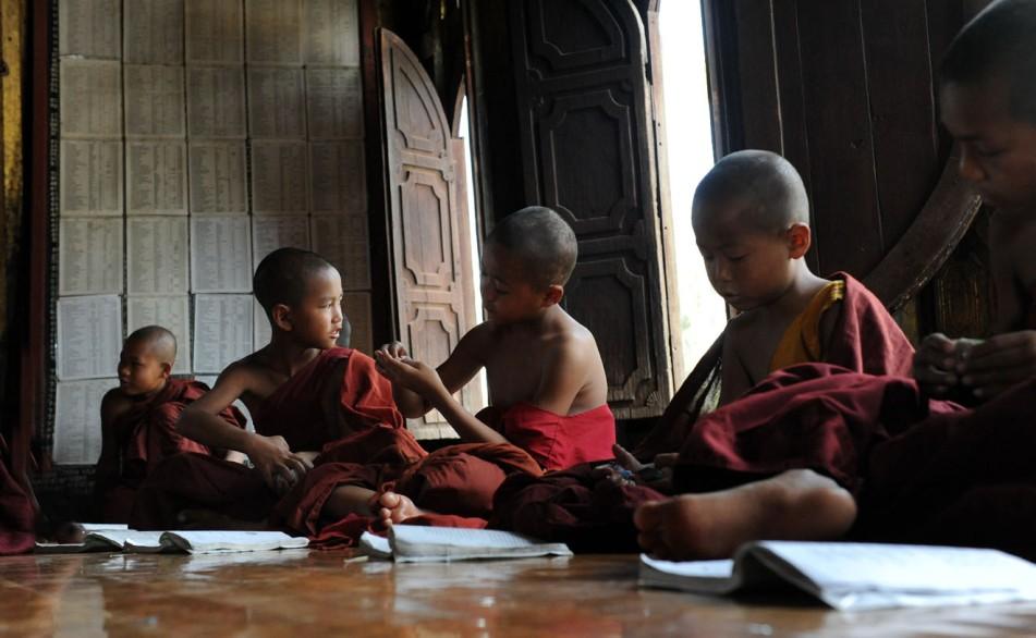 Shwe Yan Pyay Monastery - Birma. fot. St. Błaszczyna) (26)