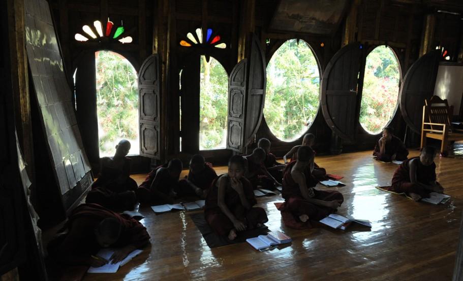 Shwe Yan Pyay Monastery - Birma. fot. St. Błaszczyna) (29)