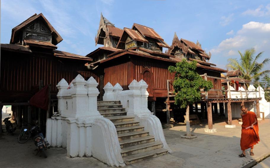 Shwe Yan Pyay Monastery - Birma. fot. St. Błaszczyna) (31)
