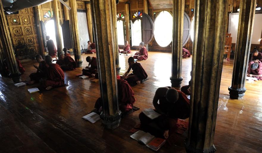Shwe Yan Pyay Monastery - Birma. fot. St. Błaszczyna) (33)