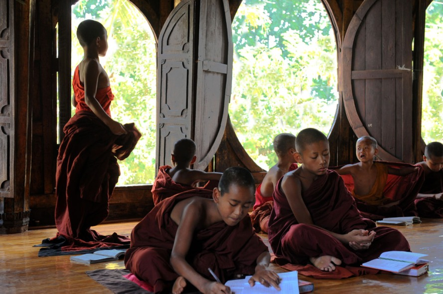 Shwe Yan Pyay Monastery - Birma. fot. St. Błaszczyna) (6)