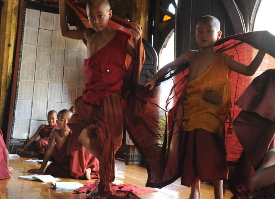 Shwe Yan Pyay Monastery - Birma. fot. St. Błaszczyna) (8)