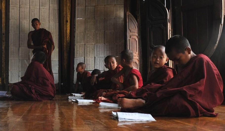 Shwe Yan Pyay Monastery - Birma. fot. St. Błaszczyna) (9)